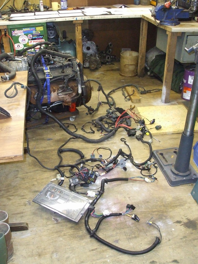 chevy vortec 5700 l31 this is known as the early black ecu a service number of service number 16244210 jet sell a programmer for it se below also there is a later